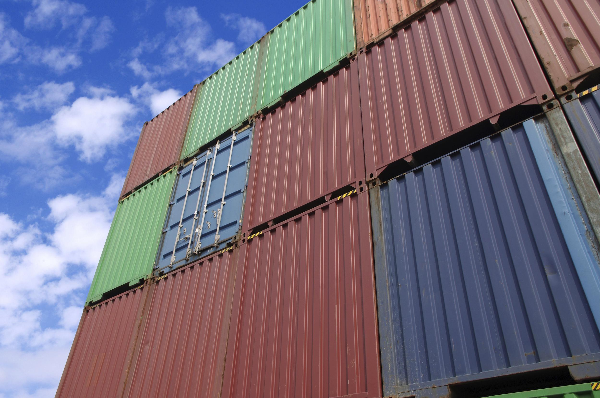 Controlling cloud computing costs with containers