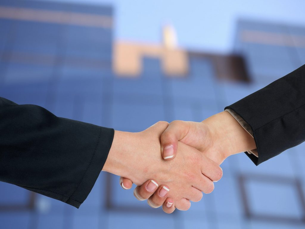 Shake Hands - Cloud ermöglicht Partnerschaften