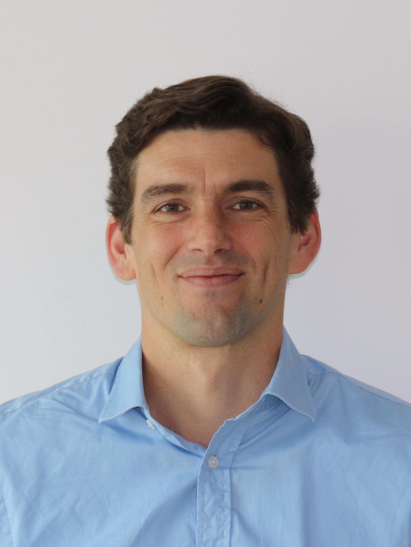 Dr Julian De Hoog