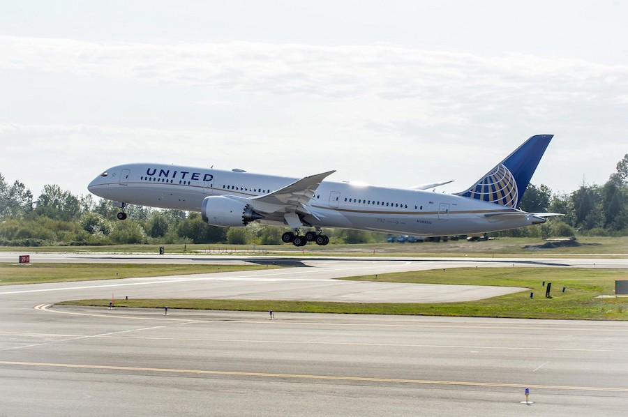 United passengers will fly a Boeing 787–9 Dreamliner to Singapore.