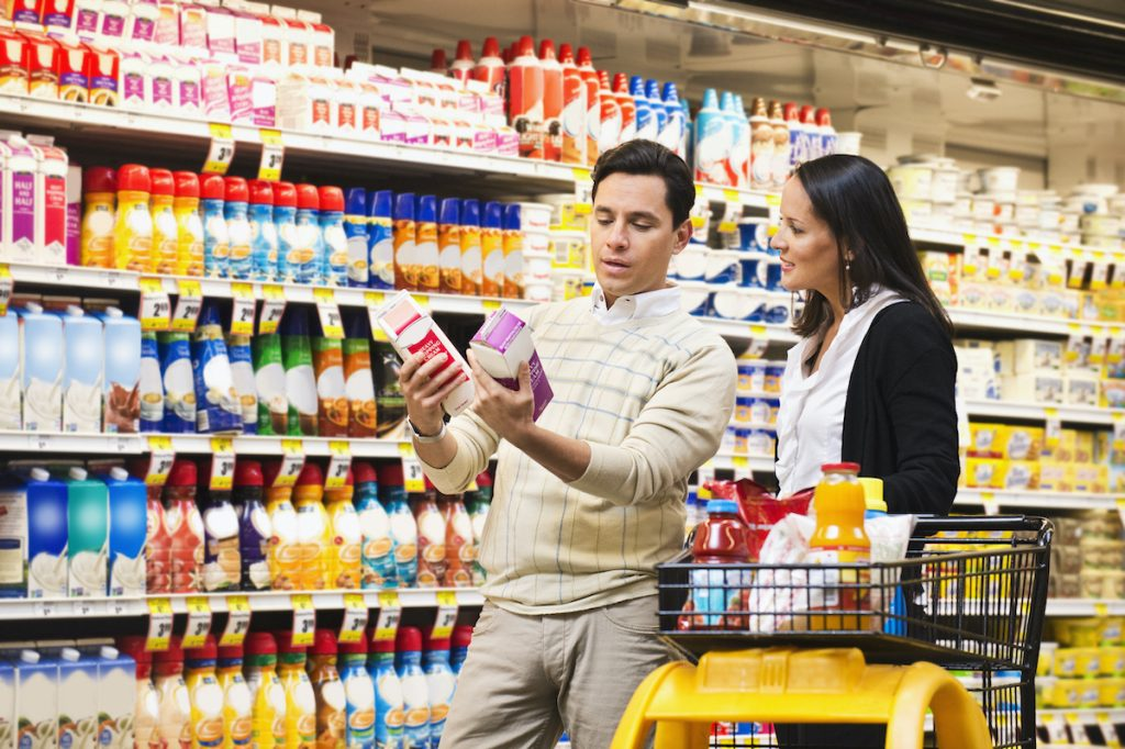 couple shopping confused by labels
