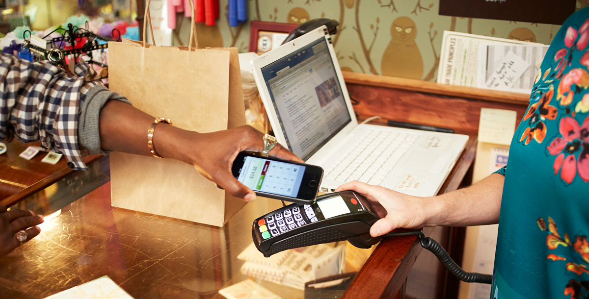 woman shopping with phone-based apps