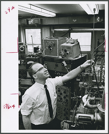 "Dr. Richard (Dick) L. Garwin, IBM with his ""spin-echo"" equipment for studying solid helium-3 at high pressures and low temperatures circa 1961"