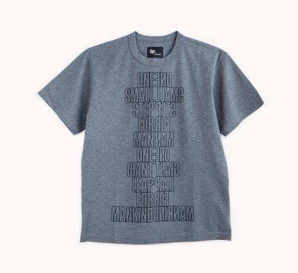 「sacai」とコラボレーションしたTシャツ