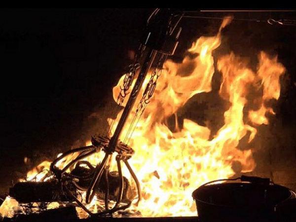 炎の中で尖った物体をつかむことができるロボットハンド