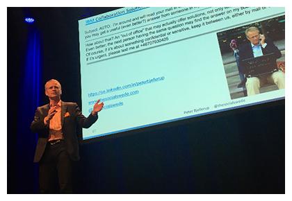 Peter Bjellerup på Digital Workplace Summit. Foto: Hannah Fahd, Summit and Friends.