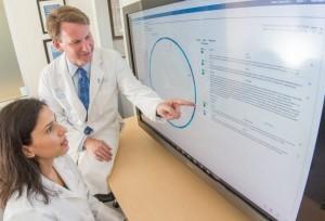 Onkolog, Dr. Norman Sharpless, och patolog, Dr. Nirali Patel