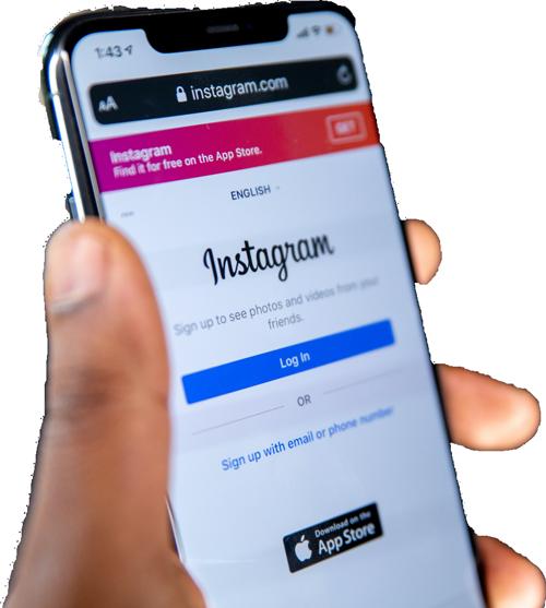 Hand som håller i mobiltelefon som visar log-in-bild av sociala mediet Instagram.