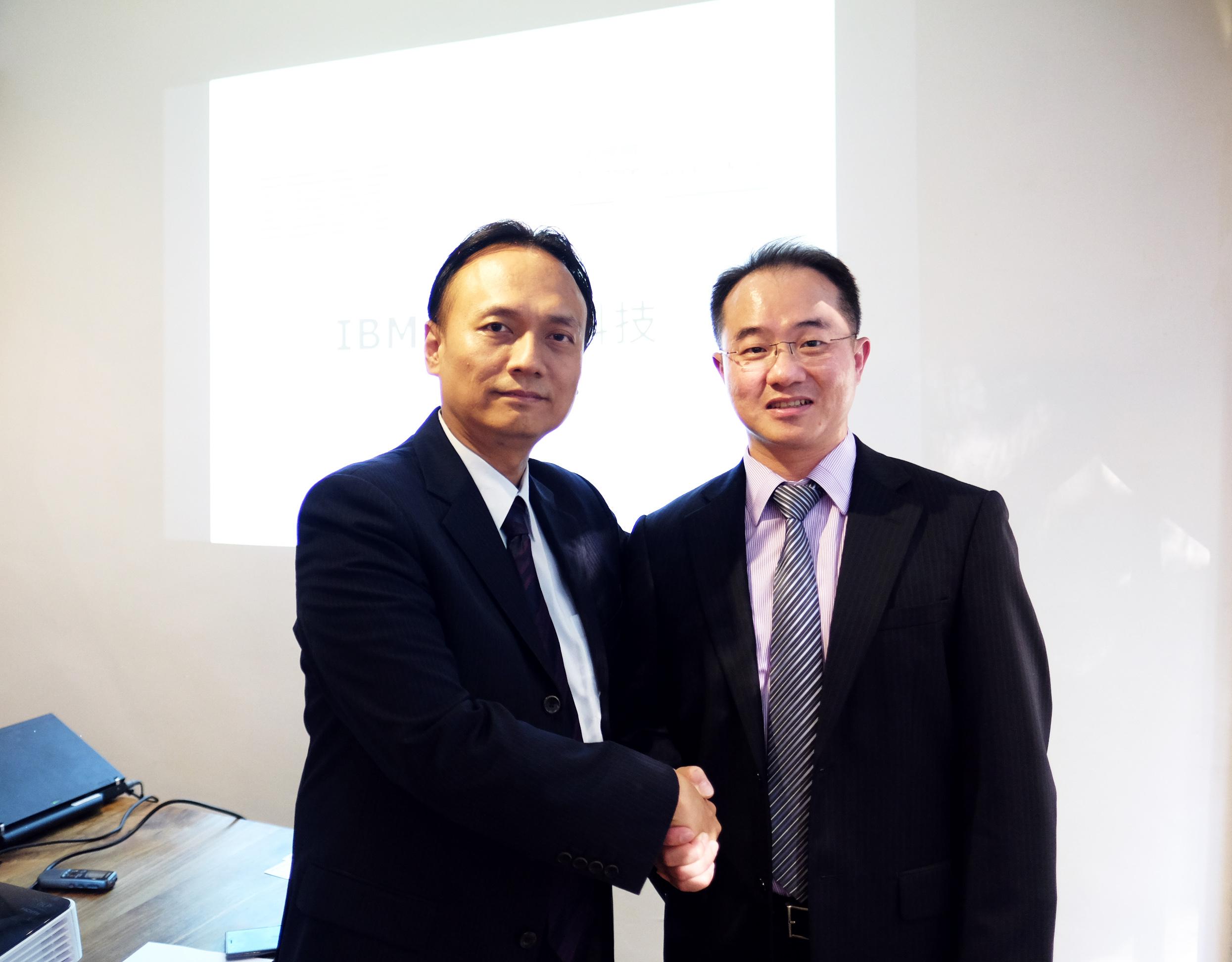 圖說 IBM 雲端運算事業部副總經理許仲言與一通科技執行長蕭舜文_攜手擴大台灣雲端服務生態圈