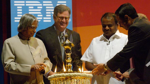 India President APJ Abdul Kalam, Samuel J. Palmisano and IBMers lighting the lamp