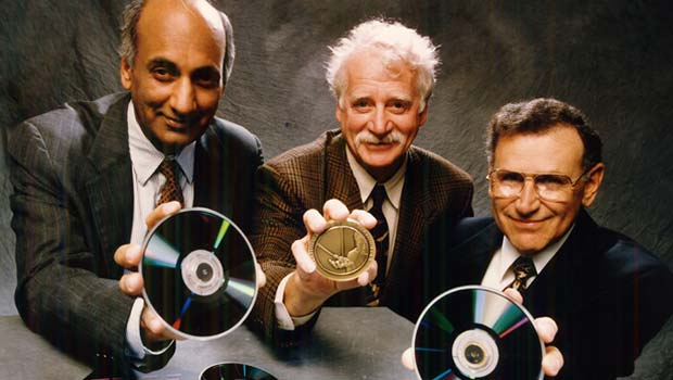 Praveen Chaudhari, Jerome J. Cuomo and Richard J. Gambino with rewriteable CDs and the Medal of Technology award.
