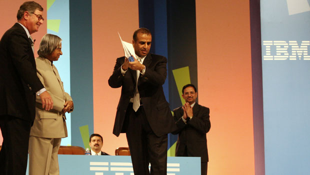 Sunil Mittal being recognised by Samuel J. Palmisano and President APJ Abdul Kalam