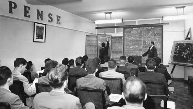A classroom IBM engineers in São Paulo in the 1950s