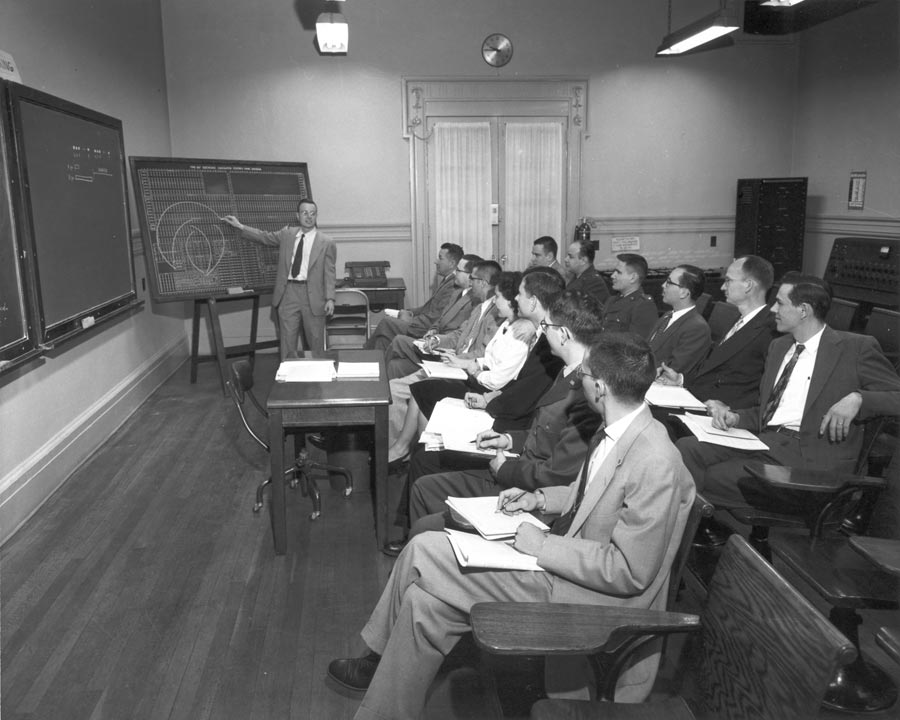 computer science history This course focuses on one particular aspect of the history of computing: the use of the computer as a scientific instrument the electronic digital computer was invented to do science, and its applications range from physics to.