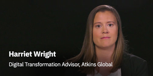 Harriet Wright, Asesor de Transformación Digital de Atkins Global - mujer de pelo largo y chaqueta negra